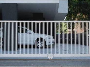 sliding-gate-Conventional- vertical bars 100 gaps